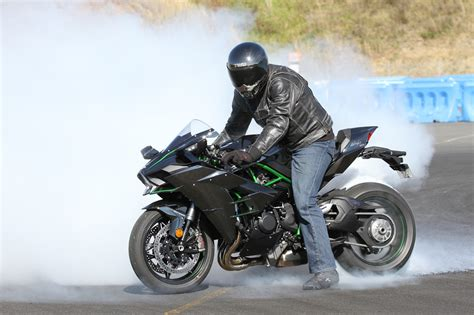Review: 2016 Kawasaki Ninja H2   Street, Track, Drags
