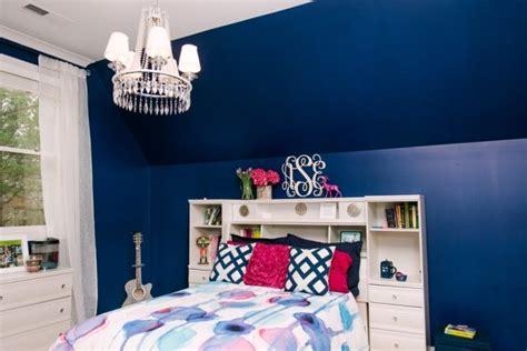 Lovely Suspension Chambre Ado #3: Peinture-bleu-marine-lit-pont-coussins-magenta-chambre-ado-fille.jpg