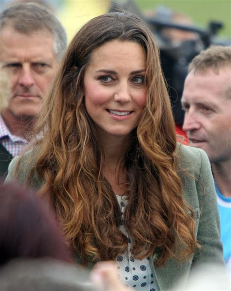 duchess kate the duchess of cambridge graces the cover of kate middleton is back and she has ombre hair hair