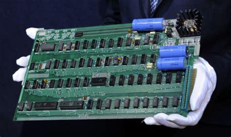 Laptop Apple Keluaran Pertama pc pertama apple terjual rp 1 9 m beritaunik net