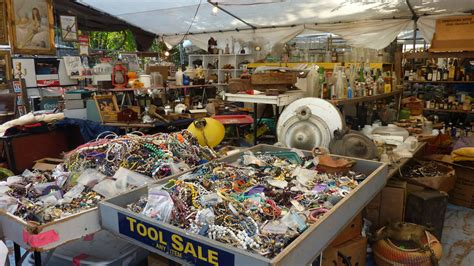 how to navigate the round top antiques shows