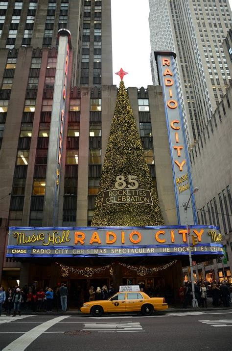 radio city appartments new york new york city radio city music hall outside