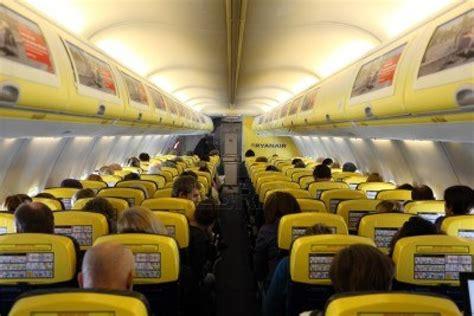 interno aereo ryanair ryanair voli dall europa a new york a 10