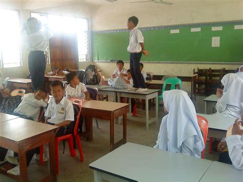 Meja Sekolah 14 jenis denda di zaman sekolah yang pasti kita ingat
