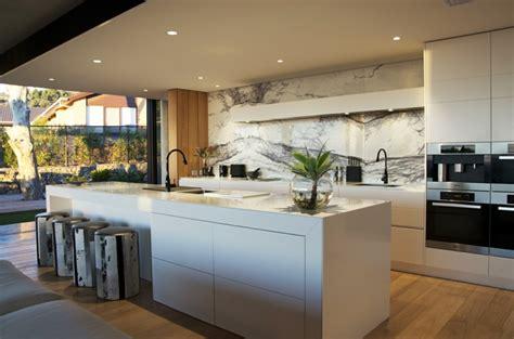 Kitchen Splashbacks Ideas by Designer Corian 174 K 252 Che Mit Kochinsel Modern Offen Und
