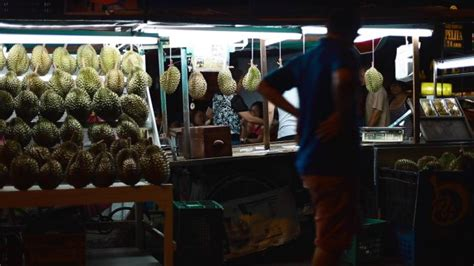 store owner   durian stand  night asia