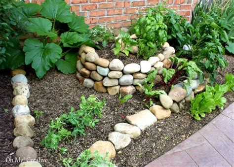 Diy Create A Small Spiral Vegetable Garden Vegetable Gardening Blogs