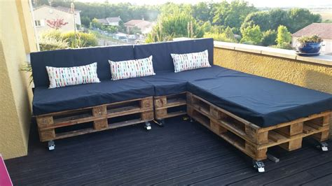 Sofa Made From Pallets by A Classic Garden Pallet Sofa 1001 Pallets