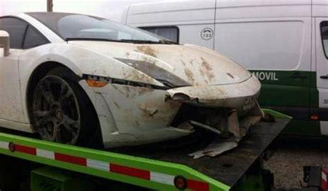 crashed white lamborghini chilean footballer crashes lamborghini gallardo lp560 4