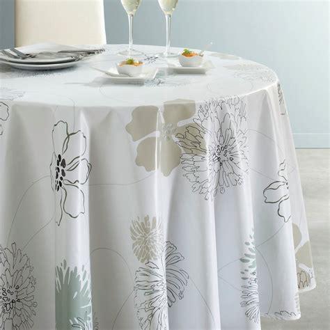 tavoli con sedie plastificati con rattan