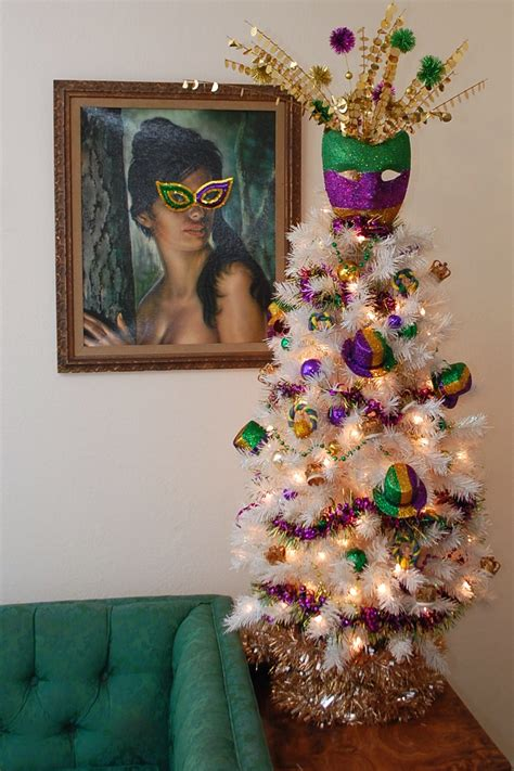 how to decorate atable tp christmas tree how to decorate a table top mardi gras tree treetopia