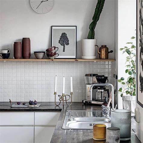 Mensole Cucina Moderna Le Mensole A Vista In Cucina Ma Anche Funzionali