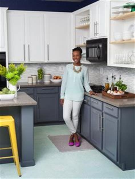 different color kitchen cabinets 1000 ideas about two tone kitchen on pinterest two tone
