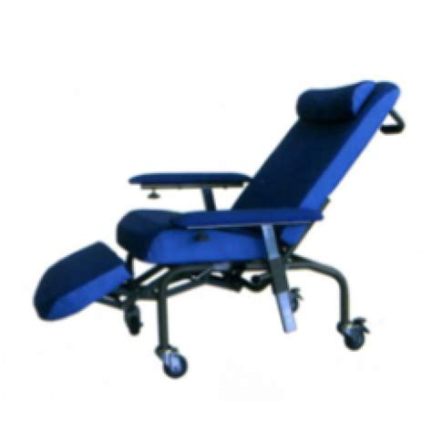 mobile recliner chairs cozie recliner chair mobile with elevating leg rests and