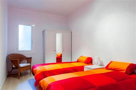 5 bedrooms 2 baths near sagrada familia has central heating and air conditioning updated