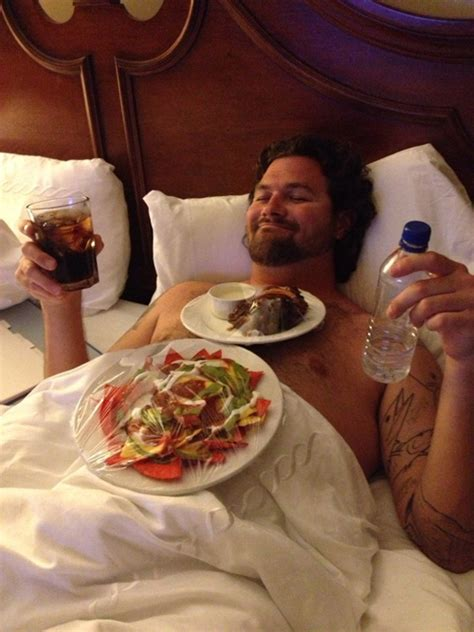 pizza in bed 10 advantages of being single smosh