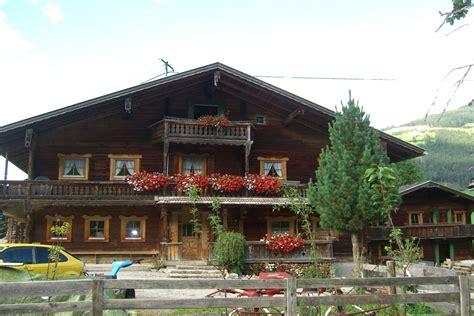 Urlaub In Einer Hütte by Bilder Urlaub Am Bauernhof In Einer 350 Jahre Alten H 252 Tte