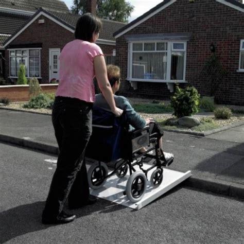 scooter pour fauteuil roulant re d acc 232 s fixe pour scooter et fauteuil roulant