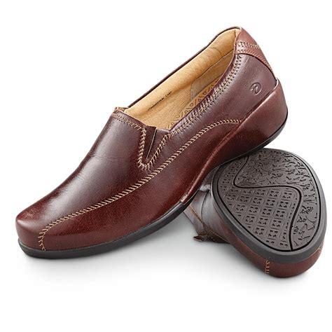 s aravon 174 slip on shoes brown 281646
