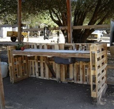 Workbench Bench Dog 64 Creative Ideas And Ways To Recycle And Reuse A Wooden