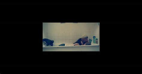 Rihanna dans la baignoire avec son amant dans son dernier