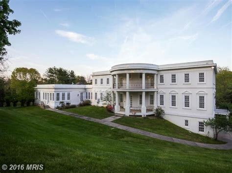 2 mansions resembling white house up for grabs abc news
