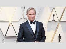 Viggo Mortensen Suits Up for Oscars 2019 Red Carpet ... Henry Mortensen