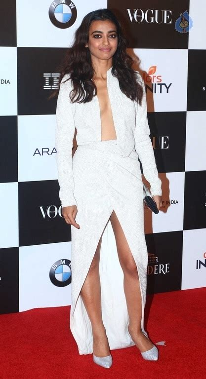celebrity videos red carpet videos movie trailers celebrities at red carpet of vogue women of the year 2017