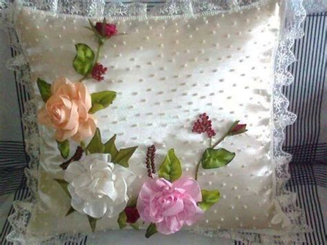 como hacer bordados con flores de liston cojin bordados con flores en cinta cojines pinterest