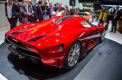 koenigsegg regera red production koenigsegg regera revealed hits 248 mph in 20