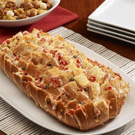 pan bread hecho 8425343267 pan relleno con queso al estilo bruschetta aperitivo f 225 cil hecho con una barra de pan entera