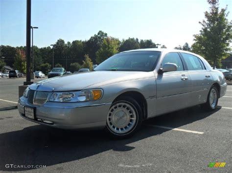 silver lincoln town car 2000 silver metallic lincoln town car executive