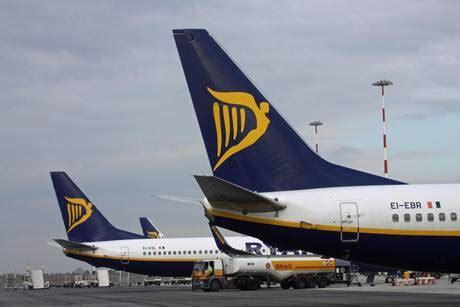 ryanair sede italia cercansi steward e assistenti di volo cerco lavoro ansa it