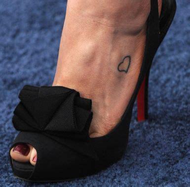 jennifer aniston tattoo best 25 aniston ideas on