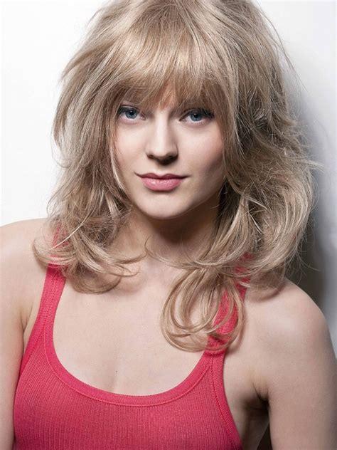 coupe de cheveux blondes 5 cheveux boucl 233 s carr 233 plongeant