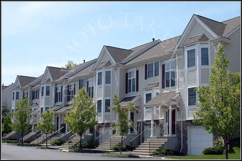 kensington woods townhome community west side danbury