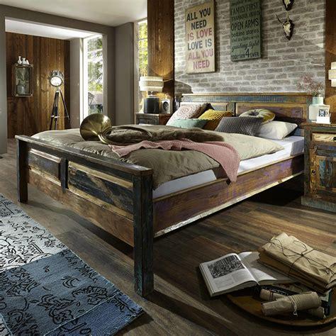 schlafzimmer bunt bett riverboat schlafzimmer altholz bunt lackiert 180x200