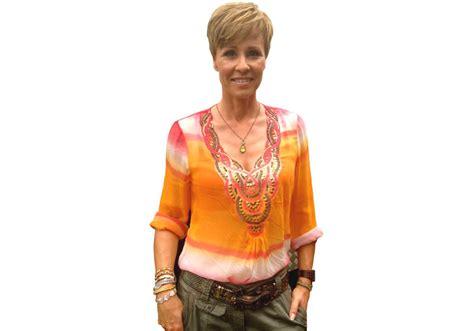 Batik Sonya dschungelc 2014 batik bluse moderatorin sonja zietlow