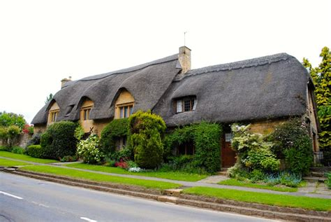 Cottages In Chipping Cden if its specifically thatched cottages you want to see cottages with thatched roofs are not