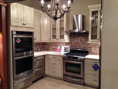 waypoint s style 720 in maple butterscotch glaze waypoint living spaces style 720 in maple hazelnut glaze