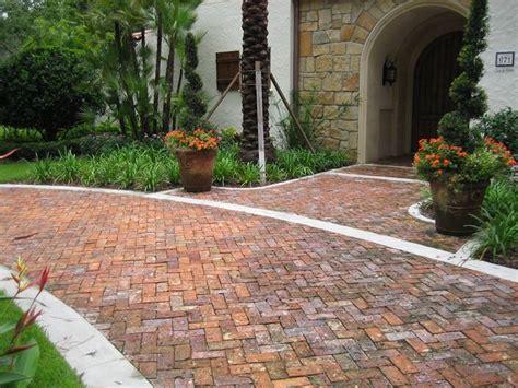 mattoni esterno per giardino vialetto con mattoni in giardino come si realizza