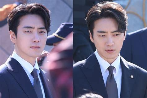lee joon hyuk describes preparing   character