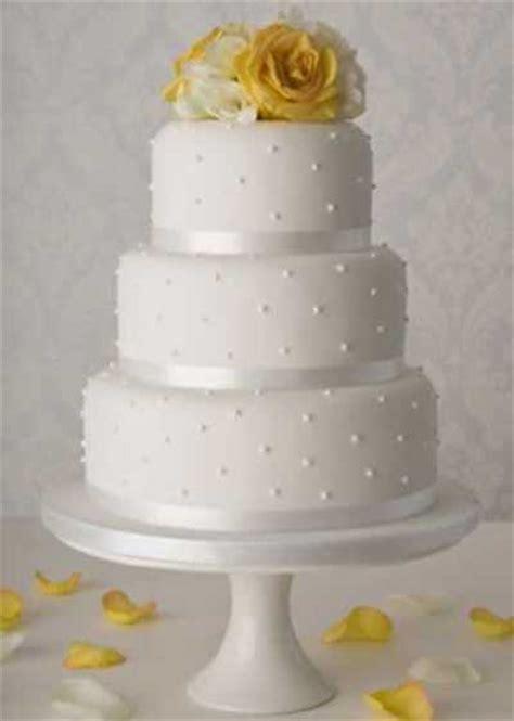 como decorar um bolo de casamento bolo de casamento simples e pequeno fotos e modelos