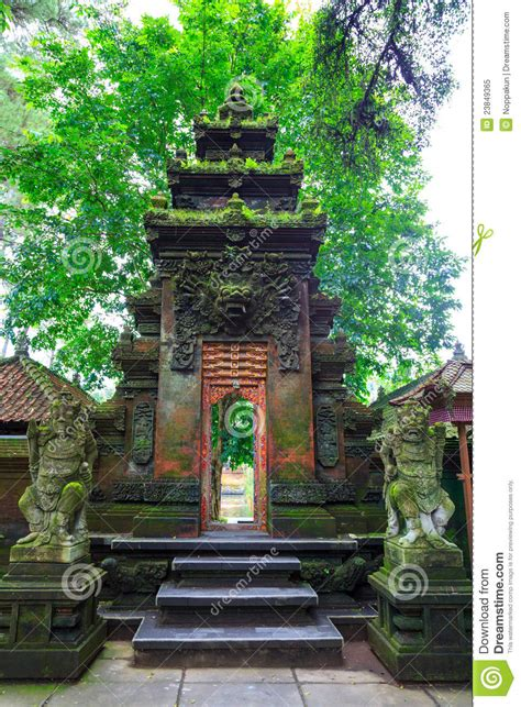 Mukjizat Tirtha Buku Bali Hindu pura tirtha empul temple in bali indonesia royalty free stock photo image 23849365