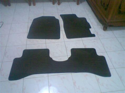 Penghilang Bau Karpet Karet Mobil menghilangkan bau karet pada karpet mobil perawatan