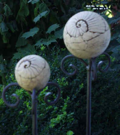 lichtobjekte garten gartenkeramik i keramik f 252 r den garten i kugeln i