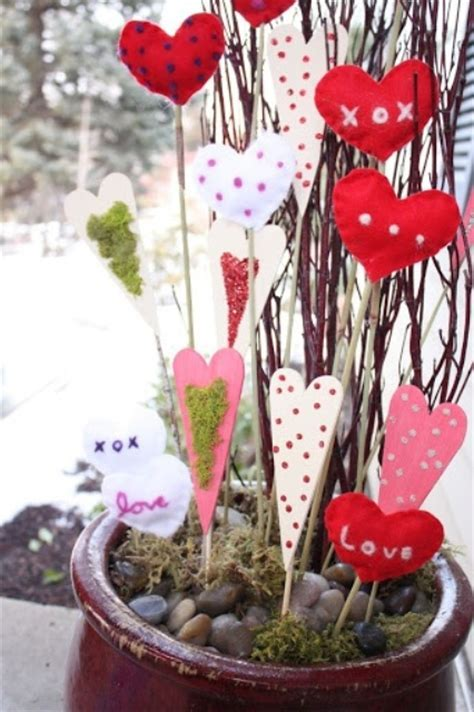 26 ROMANTIC RED VALENTINE DECORATIONS .   Godfather Style