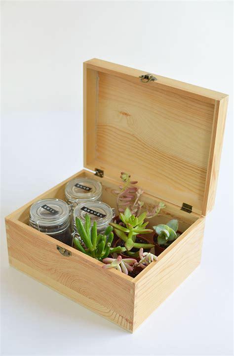 Mason Jar Wedding Favors – 35 Stylish Mason Jar Wedding Ideas   Table Decorating Ideas