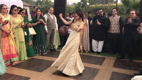 Pakistani beautiful girls Dance an Indian song laila main
