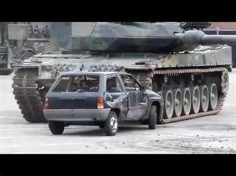 interno carro armato carro armato vs auto